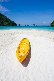 Canoe & Tropic Island Royalty Free Stock Images