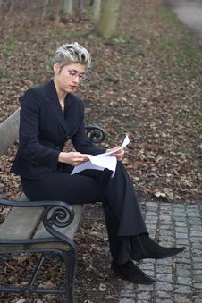 Free Business Woman Outdoor Reading Royalty Free Stock Image - 1680886