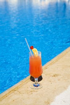 Free Cocktail Stands On Edge Of Pool. Stock Photos - 1689773