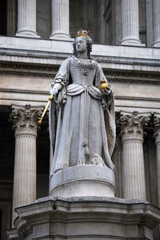 Free Statue Of Queen Anne Royalty Free Stock Image - 16800056