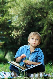 Free Reading Boy Stock Photo - 16802850