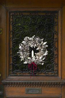 Christmas Wreath On Door Royalty Free Stock Photos