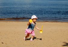 Free Baby Girl Run On The Beach Stock Images - 16810534