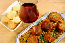 Croutons With Meatballs In Tomato Sauce With Peas Royalty Free Stock Photos