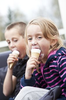 Free Eating Ice-cream Stock Photo - 16823760
