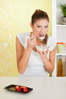 Free Beauty, Young Girl Eating Breakfast Stock Photos - 16829263