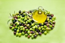 Free Olive Oil And Olives Stock Photo - 16834330