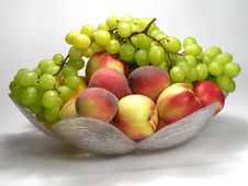 Free Peach And Green Grapes Royalty Free Stock Photos - 16836218
