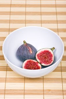 Free Two Figs In A Bowl Stock Images - 16836234