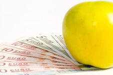 Free Apple And Money Close-up Royalty Free Stock Images - 16840989