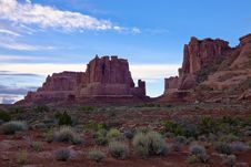 Free Red Cliffs In Arches Royalty Free Stock Photo - 16847565