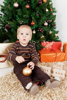Free Baby Boy Waiting Santa Klaus At Christmas Royalty Free Stock Photos - 16854808