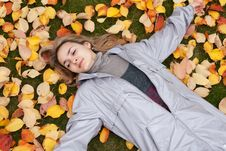 Free Beautiful Girl Rests Upon Autumn Sheet Stock Photos - 16857283