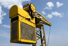 Free Old Yellow Crane Royalty Free Stock Photography - 16857887