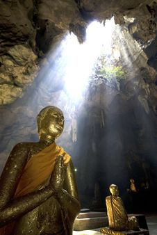 Free Buddha In Cave Royalty Free Stock Images - 16859099