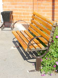 Free Wooden Park Bench In The Garden Stock Photography - 16861362
