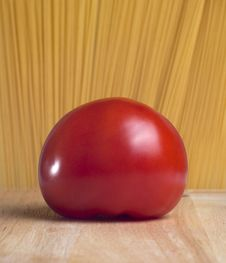 Free Tomato In The Front Of Spaghetti Stock Photo - 16863520