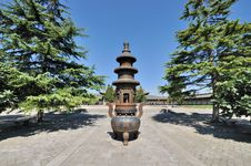 Free Old Censer In Chinese Temple Yard Stock Images - 16864104