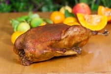 Free Baked Goose With Decoration Of Fruits Royalty Free Stock Photography - 16871967