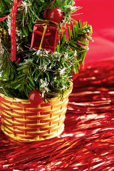 Free The Decorative Christmas Tree Is In A Basket Royalty Free Stock Images - 16875019