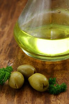 Free Olive Oil And Green Olives Stock Photo - 16875560