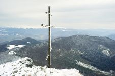 Free Cross On Top Of The Mountain Royalty Free Stock Photography - 16876017