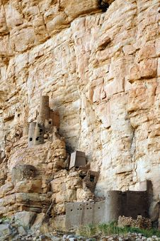 Free Traditional Dogon Buildings Along Cliff Face Stock Photo - 16876100