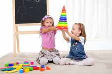 Free Two Little Girls Play Stock Photography - 16877612