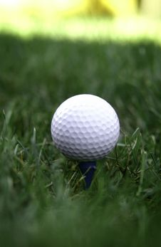 Free Golf Ball On Tee Royalty Free Stock Photography - 16879887