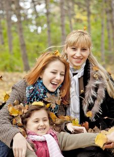 Free Two Sisters And Mother In The Park. Royalty Free Stock Photos - 16883348