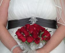 Free Bride Holding Bridal Bouquet Royalty Free Stock Photography - 16888717