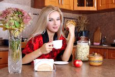 Free Woman Breakfast With Apple And Cup Of Hot Drink Royalty Free Stock Images - 16891559
