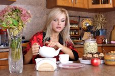 Free Woman Breakfast With Apple And Cup Of Hot Drink Stock Photos - 16891653