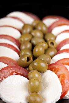 Free Mozzarella, Tomatoes And Olives Royalty Free Stock Photo - 16892755