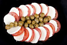 Free Mozzarella, Tomatoes And Olives Royalty Free Stock Image - 16892806