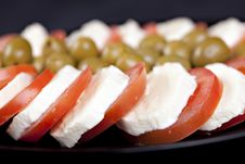 Free Mozzarella, Tomatoes And Olives Royalty Free Stock Photo - 16892825
