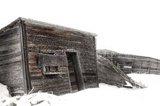 Free Abandoned Wood Farm Building In Winter Royalty Free Stock Photography - 16894487