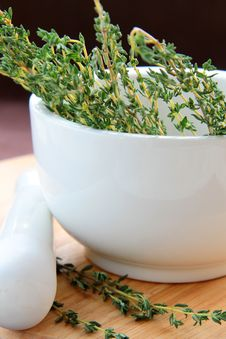 Free Mortar And Pestle With Herbs Stock Photography - 16894932