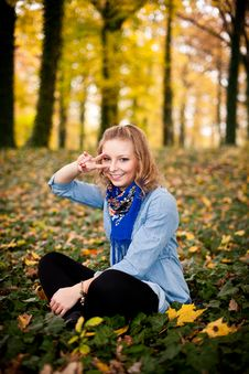 Free Girl In Autumn Park Stock Image - 16898141