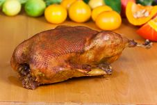 Free Baked Goose With Decoration Of Fruits Stock Images - 16900004
