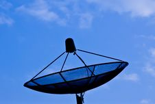 Free Black Satellite Dish And Blue Sky Royalty Free Stock Images - 16900999