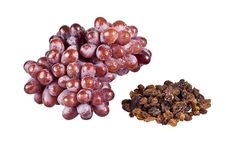 Free Bunch Of Grapes And Raisins Royalty Free Stock Photos - 16906498