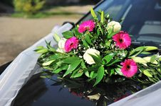 Free Wedding Flowers On Car Royalty Free Stock Photos - 16911278