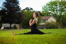 Free Young Girl Doing Yoga Exercise Alone Royalty Free Stock Images - 16915739