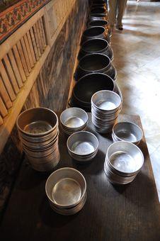 Free Iron Bowl Set Line Royalty Free Stock Photo - 16916715