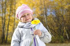 Free Little Girl With A Yellow Flower Royalty Free Stock Images - 16917739