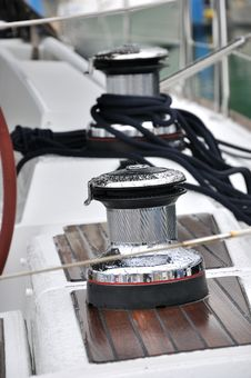 Free Bollard And Rope On Yacht Royalty Free Stock Images - 16919379
