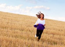 Free A Woman Is Running Through The Field Royalty Free Stock Images - 16921509
