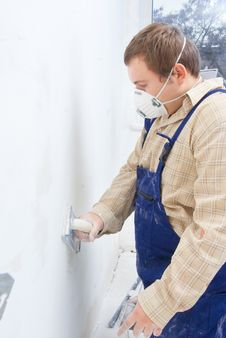 Free Builder Polishing The Wall. Royalty Free Stock Photo - 16926115