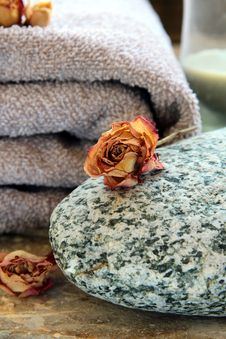 Free Gray Towel With A Rock Royalty Free Stock Images - 16926539